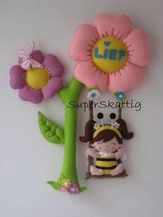 handmade with felt Felt Kids, Felt Baby, Sewing Toys, Sewing Crafts, Sewing Projects, Felt Crafts, Diy And Crafts, Crafts For Kids, Mobiles For Kids