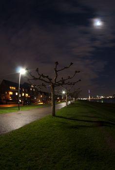Düsseldorf bei Nacht (Oberkasseler Seite)