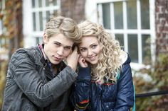 "The Carrie Diaries - ""Read Before Use"" - Austin Butler and AnnaSophia Robb Barbara Craig Blankenhorn/The CW"