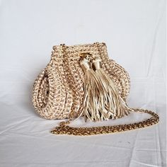 Crochet Purses, Crochet Lace, Potli Bags, Diy Purse, Unique Bags, Crewel Embroidery, T Shirt Yarn, Summer Bags, Knitted Bags