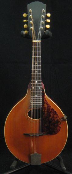 Vintage Gibson 1916 A Mandolin, pumpkin top
