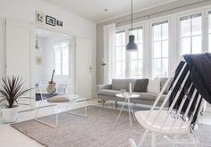 Kuvahaun tulos haulle pariovet Living Spaces, Living Room, Scandinavian Home, Sofa, Interior Design, Chair, Furniture, Home Decor, Decoration