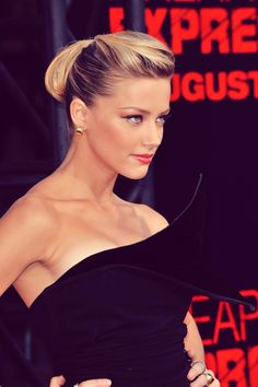 Amber Heard elegant hair makeup