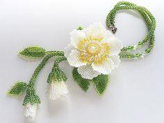 大人可愛いビーズのお花ネックレス