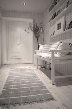 Entry hall in white and grey via Planete Deco Design Hall, Flur Design, Style At Home, Hallway Inspiration, Interior And Exterior, Interior Design, Interior Ideas, House Entrance, Entrance Hall