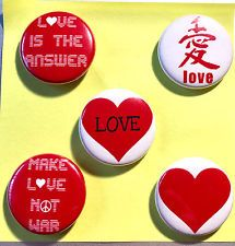 LOVE IS THE ANSWER Button / Badge Peace Pin Liebe Frieden Punk Antifa Herz heart