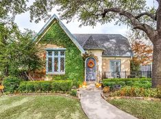 """Historical Homes on Instagram: """"Dallas, Texas 1928 For Sale $725,000 2 Bed 2 Bath 2,018sqft 5223 Merrimac Ave"""" Airbnb House, Cottage Style Homes, Dallas Texas, Cottages, Bath, Architecture, Instagram, Arquitetura, Cabins"""