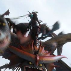 HTTYD 2 look at Cloudjumper this yellow eyes scary