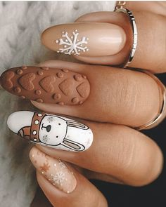 Here is a tutorial for an interesting Christmas nail art Silver glitter on a white background – a very elegant idea to welcome Christmas with style Decoration in a light garland for your Christmas nails Materials and tools needed: base… Continue Reading → Cute Acrylic Nails, Cute Nails, Pretty Nails, Xmas Nails, Holiday Nails, Valentine Nails, Bling Nails, Gold Nails, Stiletto Nails