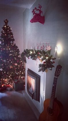 Xmas tree and fireplace decorations