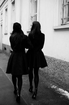 The Sartorialist, January A beautiful black coat, opaque black tights, and black heels is the perfect ultra-chic uniform for the winter season. The Sartorialist, Style Cool, Looks Style, Style Me, A Well Traveled Woman, Cooler Stil, Estilo Interior, Vogue, All Black Everything