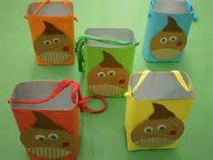cartucho com pacotes de leite/ sumo