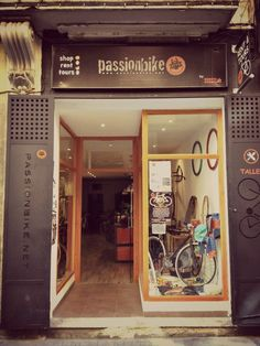our shop in Valencia (Spain). Calle Serranos 16.