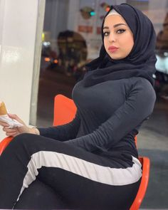 Innocent girl for sale Modern Hijab Fashion, Muslim Women Fashion, Beautiful Arab Women, Beautiful Hijab, Arab Girls Hijab, Muslim Girls, Hijab Chic, Mode Hijab, Curvy Women Fashion