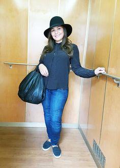 Outfit der Woche! Jeans mit Biker-Elementen: Mavi – Schluppenbluse mit Polka Dots: Cinque – Hut: Opus – Tasche: Liebeskind #fashion #ootw