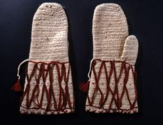 Nalbound mittens, Joutseno, South Carelia, Finland. Prior to 1929. Length 31 cm, width 15.5 cm.