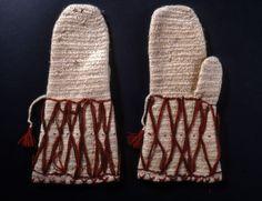 Nalbound mittens, Joutseno, South Carelia, Finland. Prior to 1929. Length 31 cm, width 15.5 cm.