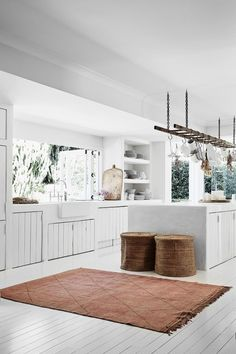 An all-white interior is the perfect canvas for stylist Romi Weinberg's collection of modern rustic furniture and décor. Here is her guide to modern rustic interior design and decorating with white. Modern Rustic Furniture, Modern Rustic Decor, Modern Rustic Homes, Modern Rustic Interiors, Rustic Style, White Interiors, Rustic Theme, Rustic Charm, White Interior Design