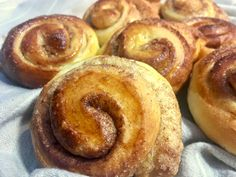 Brioches roulées à la cannelle ♨︎ Create Your Own Website, Voici, Doughnut, Desserts, Food, Cinnamon Rolls, New Recipes, Greedy People, Thermomix