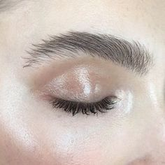 Full brows and glossy lids.