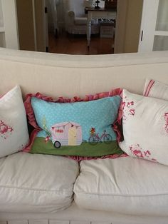 Appliqué pillow I made for my Sew Sisters holiday exchange, using a Daisy Shoppe picture as inspiration.