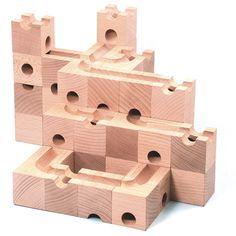 Bloques de madera para construir camino de canicas | La Guarida Geek