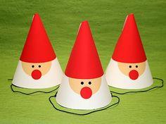 クリスマスパーティーにぴったり!可愛いサンタクロースをモチーフにしたデザインのコーンハットの作り方を紹介。手作り(DIY)素材が無料ダウンロードできます。 Christmas Paper Plates, Christmas Crafts For Kids, Diy Christmas Gifts, Diy And Crafts, Arts And Crafts, Paper Plate Crafts, Animal Crafts, Xmas Decorations, Holidays And Events