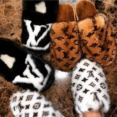 Lv Shoes, Hype Shoes, Me Too Shoes, Shoes Sneakers, Shoes Heels, Louis Vuitton Slippers, Louis Vuitton Shoes, Lv Slippers, Bedroom Slippers