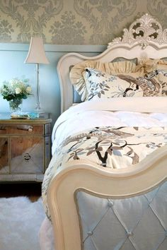 Grand Design And Definitely One Of A Kind The Homey Design Hd1208 Bedroom Set Is Nothing More Than Stunning This Victorian Style Luxurious Bedroo