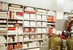 Zara Home abre tienda en Hermosilla Visual Display, Display Design, Store Design, Zara Home, Bedding Basics, Bedding Shop, At Home Store, Retail Design, Visual Merchandising