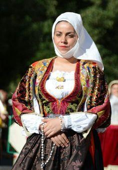 'Sa benna' copricapo tipico di Orune.<3 Sardegna