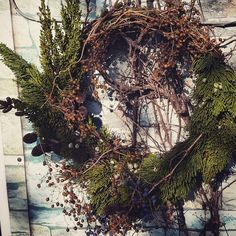 fabulous vancouver florist #wreath #freshwreath #christmasdecorations #juniperberry by @hyunsun.shin  #vancouverflorist #vancouverflorist #vancouverwedding #vancouverweddingdosanddonts
