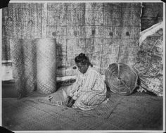 Woman weaving a lauhala mat. Hawaiian Woman, Hawaiian Art, Vintage Hawaii, Polynesian Art, Weaving Techniques, Southeast Asia, Africa, Island, History