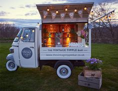 Conversions and modified Ape vans from Tukxi official Piaggio dealers Diy Wedding Bar, Prosecco Van, Food Truck Business, Business Ideas, Mobile Food Trucks, Coffee Van, Piaggio Vespa, Vintage Vans, Food Cart Design