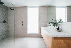 dentro da casa costeira de kyal e kara. / sfgirlbybay, banheiro moderno dentro da casa costeira de kyal e kara. Bathroom Renos, Bathroom Interior, Small Bathroom, Dyi Bathroom, Bathroom Inspo, Washroom, Bathroom Styling, Bad Inspiration, Bathroom Inspiration