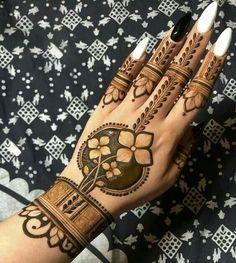 94 Easy Mehndi Designs For Your Gorgeous Henna Look Indian Henna Designs, Rose Mehndi Designs, Henna Tattoo Designs Simple, Back Hand Mehndi Designs, Stylish Mehndi Designs, Mehndi Designs For Girls, Mehndi Designs For Beginners, Mehndi Design Photos, Wedding Mehndi Designs