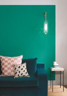Donner un coup de peps à votre intérieur, repeindre un meuble, colorer une porte : la peinture vous offre de multiples possibilités déco. Et avec elle, tout