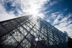 Le Pyramide at Musée du Louvre, Paris.     Paris Travel