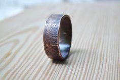 Mens wedding Band Mens ring houtstructuur ring, man sieraden, mannen ring, mans…