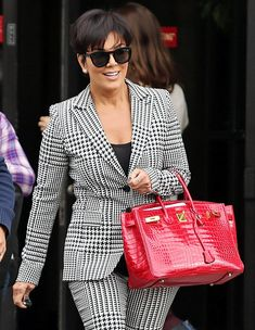 63 Jaw-Dropping Exotic Handbags and the Celebrities Who Carried Them waysify Tokyo Street Style, Casual Street Style, Street Style Women, Street Styles, Office Outfits, Casual Outfits, Fashion Outfits, Women's Fashion, Kris Jenner Style