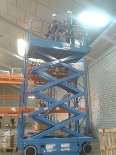 Ejercicio con una PEMP de Tijera en el curso de Plataforma Elevadora en nuestras instalaciones de IFTEM Getafe