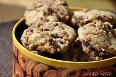 Fursecuri cu ciocolata de post   Retete culinare cu Laura Sava Cookies, Delicious Desserts, Deserts, Good Food, Sweets, Mai, Macarons, Pie, Kitchens
