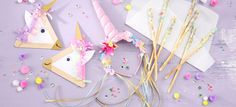 Partyanleitung für einen tollen Einhorn-Geburtstag: Einladungskarte, Bastelanleitung für einen Einhorn-Haarreif, Idee fürs Kuchenbuffet und Spiele.