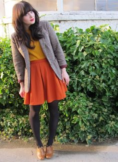 cute outfit. especially the shoes! (plus she totally looks like zooey deschanel <3)