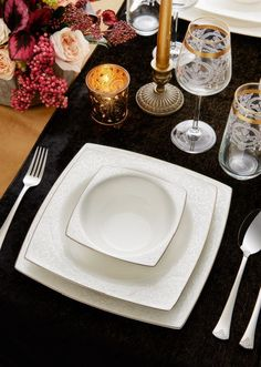 Fine pearl dinnerware ♡ dinnerware made out of real pearls! Kitchenware, Tableware, Real Pearls, Flirting Tips For Girls, Home Textile, Making Out, Dinnerware, Plates, Europe