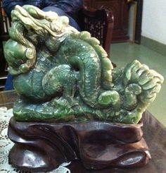 Dragon Jade orirgin Birma cut Viet Nam:23 cm x 19 cm x 8 cm, 4,1 kg weight - www.kn-jewellery.com