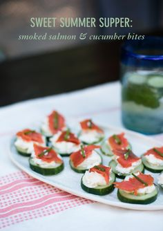 Smoked salmon & cucumber bites only require four ingredients and can be made in 20 minutes or less and there is no cooking or baking required. Honey Smoked Salmon Recipe, Smoked Salmon Appetizer, Summer Grilling Recipes, Summer Recipes, Fresco, Tapas, Appetizer Recipes, Appetizers, Melon Salad