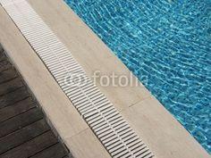 Beckenrand eines Swimmingpools in Bodrum in der Provinz Mugla in der Türkei