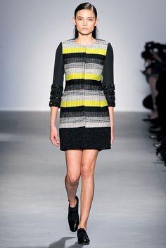 Giambattista Valli Fall 2011 Ready-to-Wear Fashion Show - Tayane Leao Melo (ELITE)