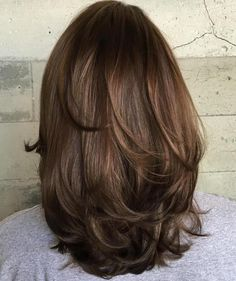 Medium Layered Haircut For Thick Hair - bouncy layers Medium Layered Haircuts, Medium Hair Cuts, Cute Medium Length Hairstyles, Medium Hair Styles For Women, Haircut For Thick Hair, Haircut For Chubby Face, Short Hair For Chubby Faces, Thick Curly Haircuts, Hairstyles For Thick Hair